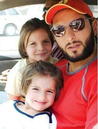 Shahid afridi with daughters...