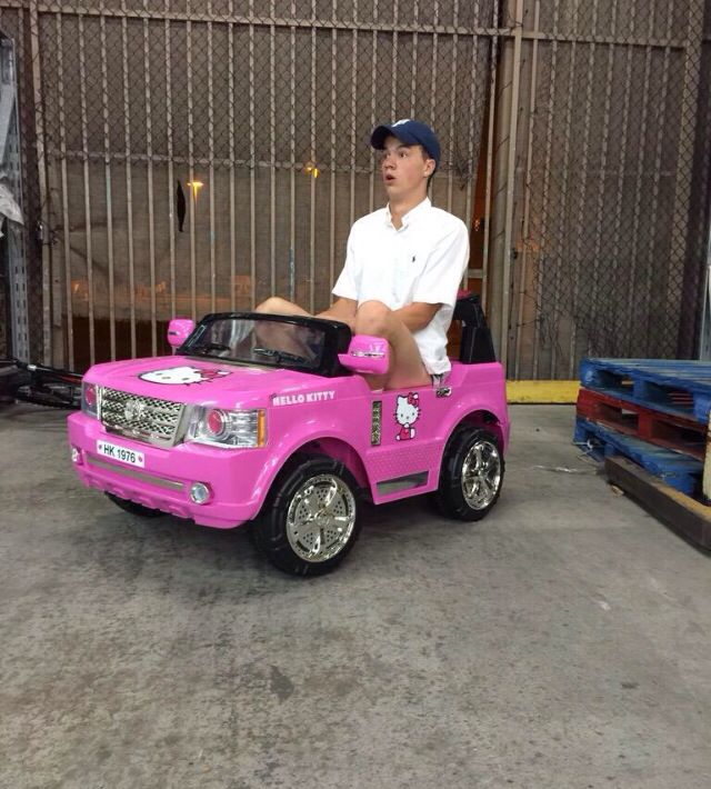 It looks like Taylor Caniff got a new ride. Hahaha!