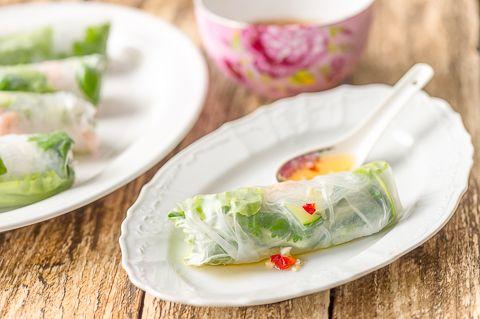 Rapu-kasvistäytteiset riisipaperirullat
