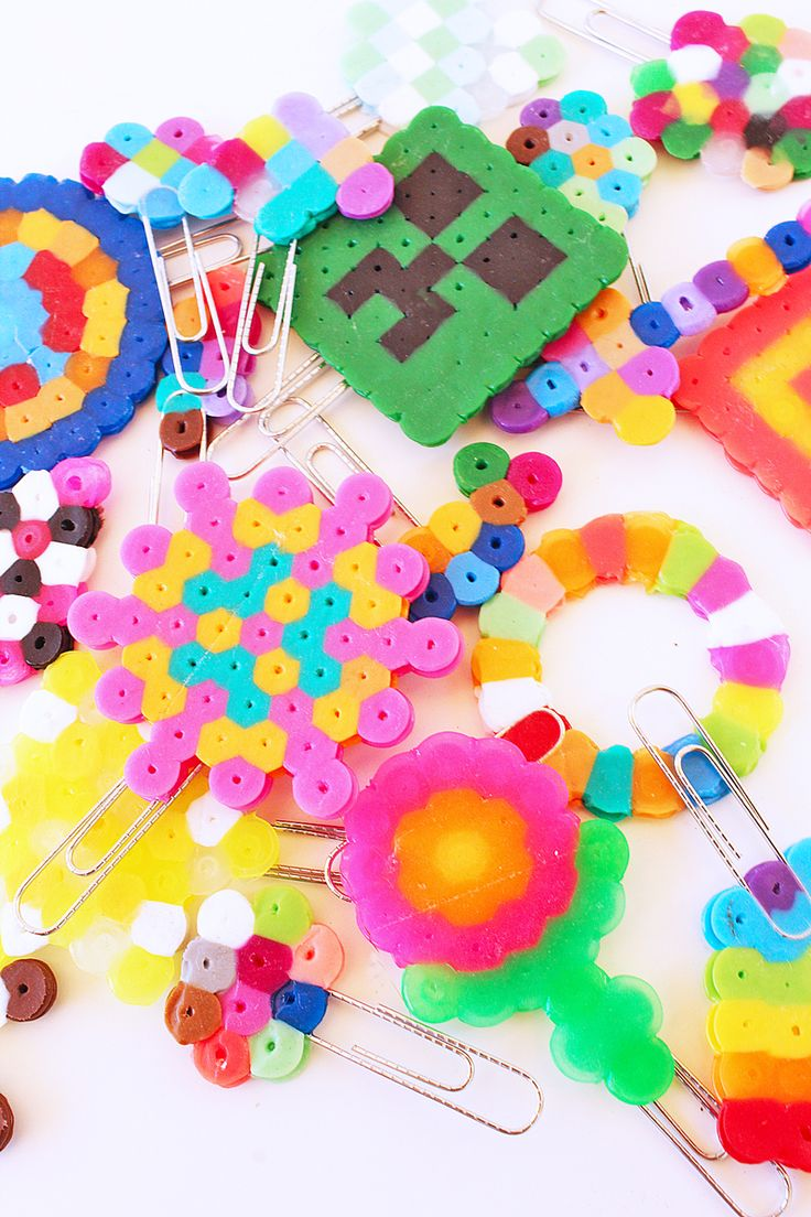 Plastic beads for crafts - Make Mini Bookmarks Out Of Perler Beads And Paper Clips