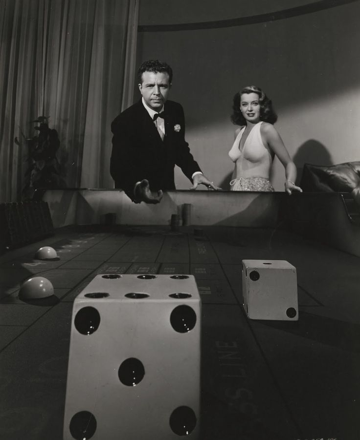 """Dick Powell and Evelyn Keyes in """"Johnny O'Clock"""" (1947)"""