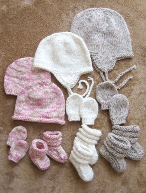 2910 BABY HATS, MITTS AND BOOTIES (NEWBORN TO 18 MONTHS) A great fast to knit set for gifting, for boys or girls. The booties are made from the bottom up so that the tops can be made as long as you wi