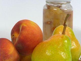 Compota de peras, duraznos y almendras
