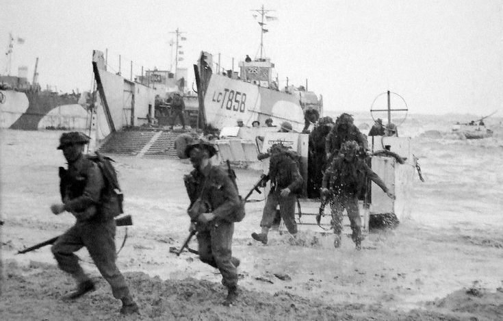 British Commando troops of the 50th (Northumbrian) Infantry Division coming ashore from LCIs (Landing Craft Infantry) Gold Beach, D-Day ─ 1944