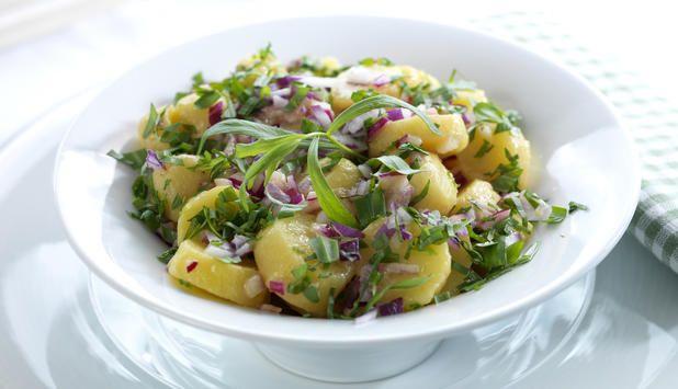En fransk potetsalat er et smakfullt innslag når du skal grille. Den trenger ikke mange ingredienser, og kan serveres nylaget. Det enkle er ofte det beste.