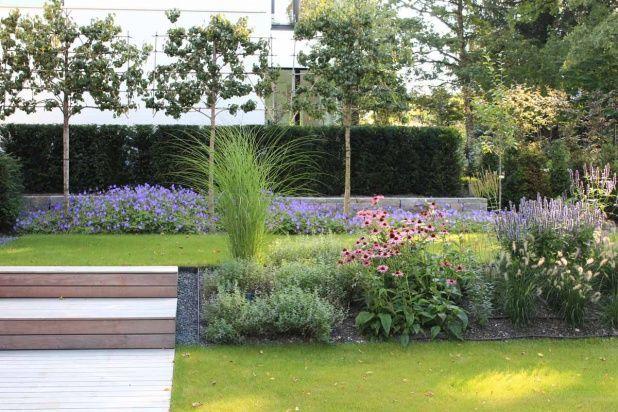 Die Beiden Gartenebenen Werden Durch Einen Mit Marmelade Bedeckten Damm Modelliert Garten Landschaftsbau Garten Gartenebenen