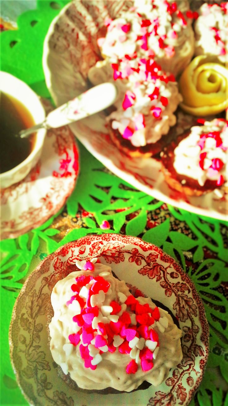Babeczki cytrynowe z kremem kokosowo-winogronowym