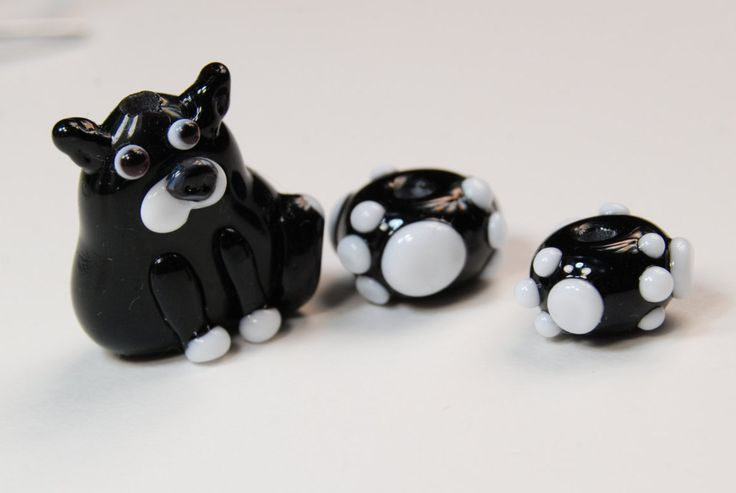 Black and white cat lampwork glass bead...with 2 small matching paw beads by BdazzledJewellery on Etsy