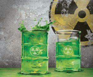 VERRES POLLUTED.  Attention! Tu vas boire quelque chose de très dangereux, juste le sentir pourrais te tuer… Ah, mais non… c'est juste le verre qui fait semblent