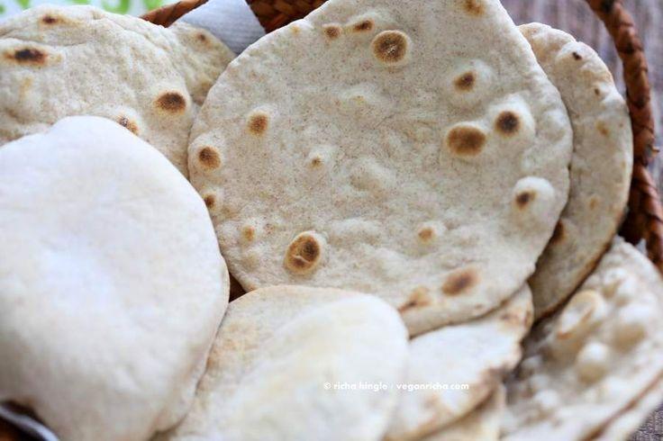ビーガン酵母無料のフラットブレッドとピタパン