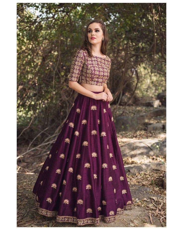 Beautiful wine color lehenga and blouse with hand embroidery work from Mythili Meenakshi collection of Mrunalini Rao . 22 December 2017