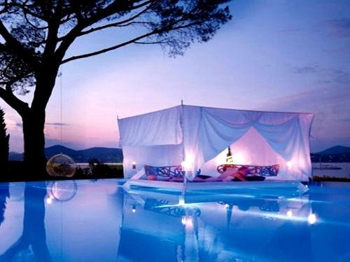 Awesome-Beds-Outdoor-Pool