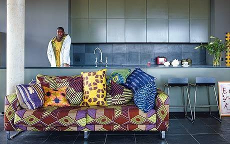 www.cewax.fr aime cette décoration afro tendance, style ethnique, tissus africains. Dans le même style, visitez la boutique de CéWax : www.cewax.fr/ #wax, #ankara, #kente, #kitenge, #bogolan, #AfricanHome, #ethnotendance, #AfricanPrints - Interiors: Andrew Bannis in his kitchen- and living-area. #copperdustinspiration www.copperdustlondon.com