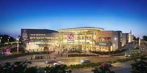 Oficjalna uroczystość otwarcia centrum handlowego Posnania nastąpiło o godz. 16.oo.  Posnania to obecnie największa galerii handlowa w mieście i jedna z największych w Polsce. Jej wartość szacuje się na 1,2 mld złotych.Na 100 tys. m kwadratowych powierzchni swoją ofertę zaprezentuje tutaj 300 marek, w tym 40 wielko i średnio powierzchniowych sklepów, 220 butików, 40 …