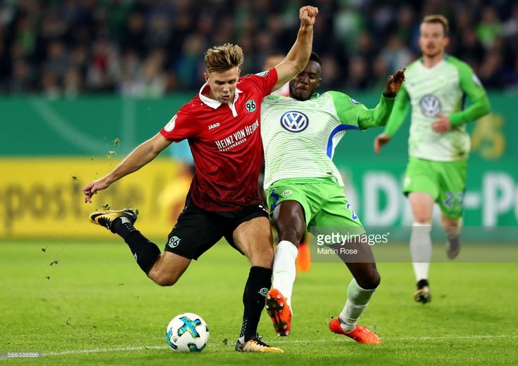 Joshua Guilavogui (R) of Wolfsburg and Niclas Fuellkrug of Hannover battle for the ball during the DFB Cup match between VfL Wolfsburg and Hannover 96 at Volkswagen Arena on October 25, 2017 in Wolfsburg, Germany.