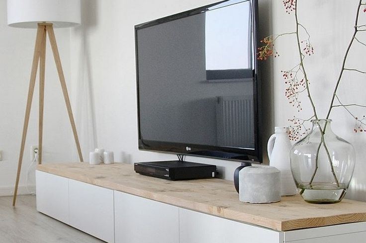 meuble tv scandinave -bas-blanc-bois-lampadaire-scandinave-bois-blanc