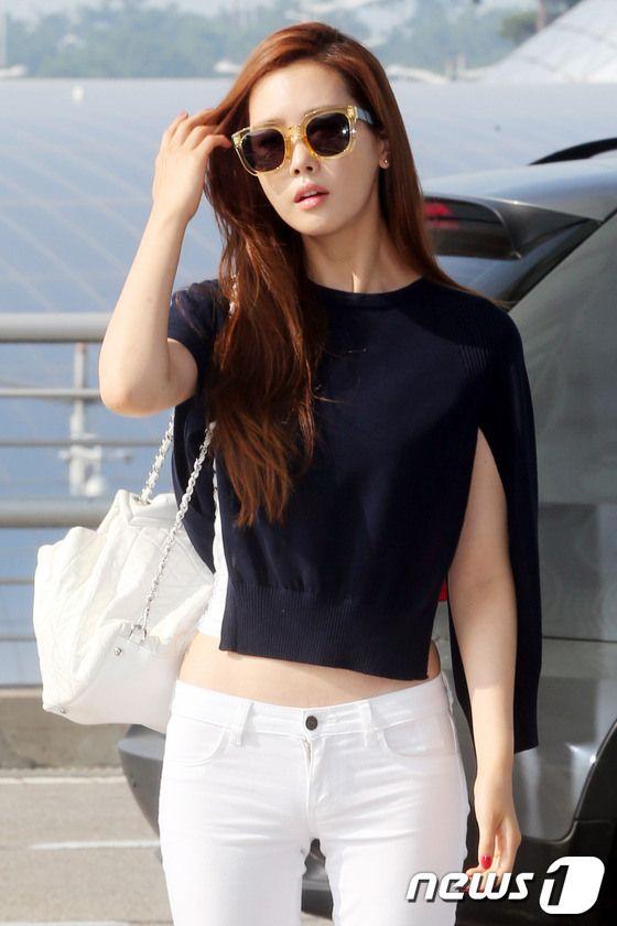 Lee Da Hae. Cute as a button even though her sweater makes no sense :D