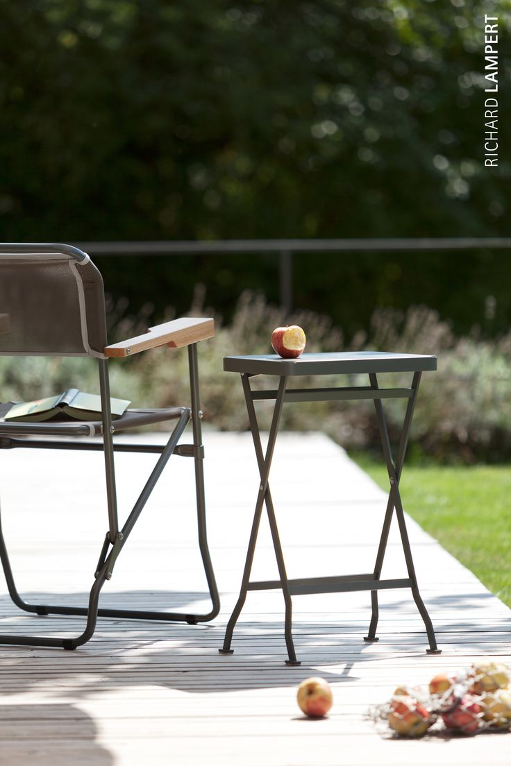The perfect allrounder: ›Flip‹ by Alexander Seifried can be used everywhere, both indoors and outdoors. It's lightweight, yet sturdy – you can even sit on it. #home #gardenfurniture #balcony #sidetable #foldingtable