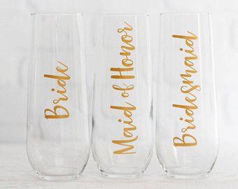 bridesmaid champagne glasses // personalized champagne flutes