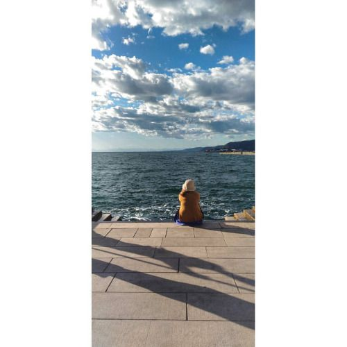 Contemplative #sea #trieste #italy #holydays #clouds #randompeople ©Annalisa Turolla