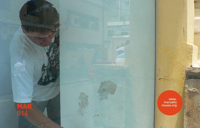 Imagen: Vista de montaje | Proyecto Institucional: V.A.C.A. (Vidrieras de Arte Contemporáneo Argentino) | Obra-Intervención: Carnaval | Artista: Paula Casalderrey (SAL – ARG) | Lugar: macsa – Museo de Arte Contemporáneo de Salta, Argentina.