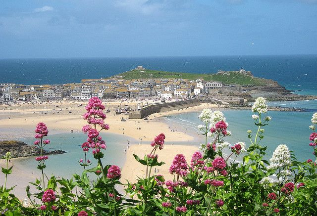St. Ives . been there . very nice and arty A beautiful day in St. Ives. The sea and sky were perfect . beenshades of aquamarine and Cornish blue ... Harbour beach, St. Ives, Cornwall Taken from Hain Walk coast path