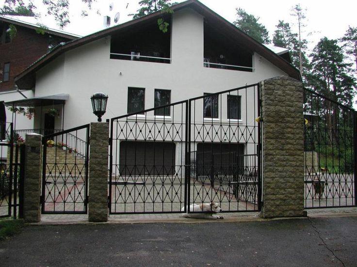 17 best ideas about metal gate designs on pinterest for Modern elegant home designs