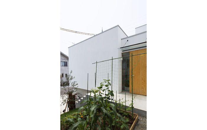はつが野の家 5つの箱と5つの庭の家 家庭菜園の庭