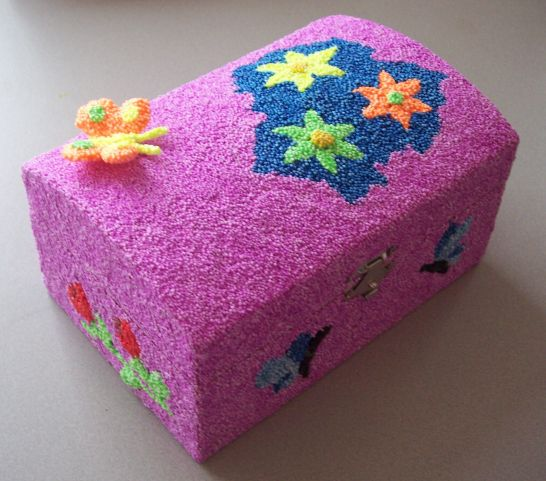 Kinderfeestje Houten schatkistje beplakken met foam clay http://evelinashobbyboetiek.nl/index.php/ct-menu-item-7