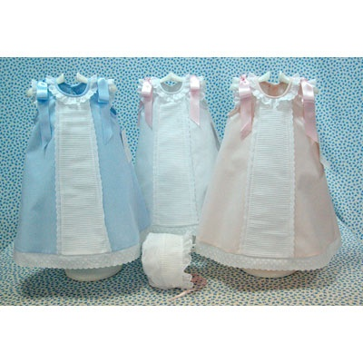 Baby Glamour: Faldones y más faldones..oh my gosh...I am making one of these!!! Just for the heck of it!!!