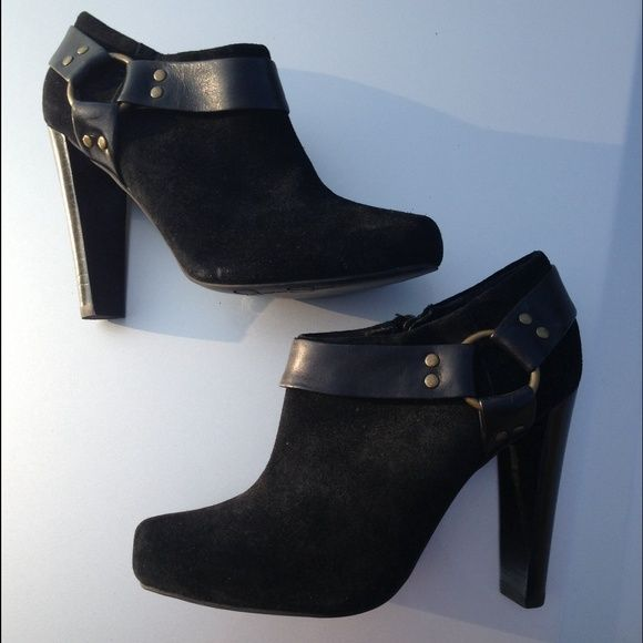Jessica Simpson black booties size 5.5 Adorable black booties! Jessica Simpson size 5.5. Great for fall and winter! Great overall condition except for some cracking/peeling on the inside by the zipper (pictured) Jessica Simpson Shoes Ankle Boots & Booties