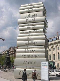 ドイツ·ベルリンにあるモダンブックの印刷と呼ばれています。 どうやらショルツと仲間の従業員によって、3トンと40フィート背の高さに設計。