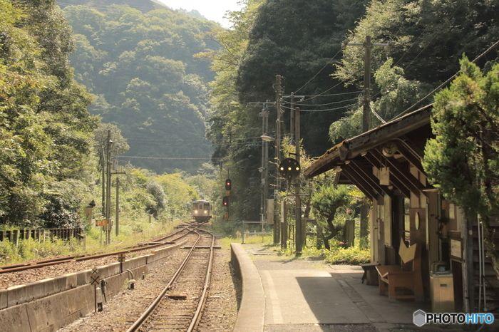 まるで時間が止まったかのよう 郷愁感じる 東北地方の秘境駅 を訪れ