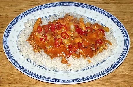 De kip met limoen en kokos heeft een heerlijk zachte limoensmaak, en is niet pittig. Het is een eenvoudig gerecht om te bereiden. Een gerecht uit Thailand, bereid door de Happy Chief Cook.