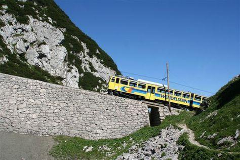 Deutschlands älteste Hochgebirgsbahn bringt Sie auf einen der schönsten Aussichtsberge Deutschlands...