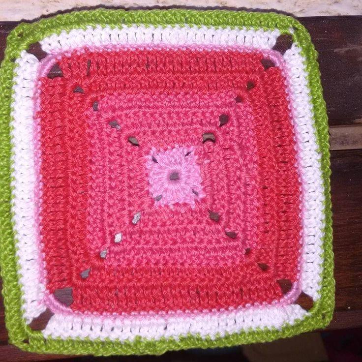 Um dos quadradinhos para a @dicasdaraa  adorei fazer!!!  . #mantacoletivadescolada #croche #grannysquare