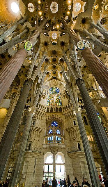 En el interior de la Sagrada Familia. Barcelona. España.