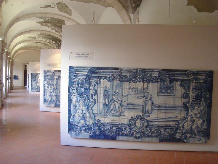 A EQUIPA DO Az / The Az Team [Ana Venâncio] - Lisboa | Mosteiro de / Monastery of São Vicente de Fora [photo: https://www.flickr.com/photos/24948683@N03/3955230077/] #Azulejo #AzulEBranco #BlueAndWhite