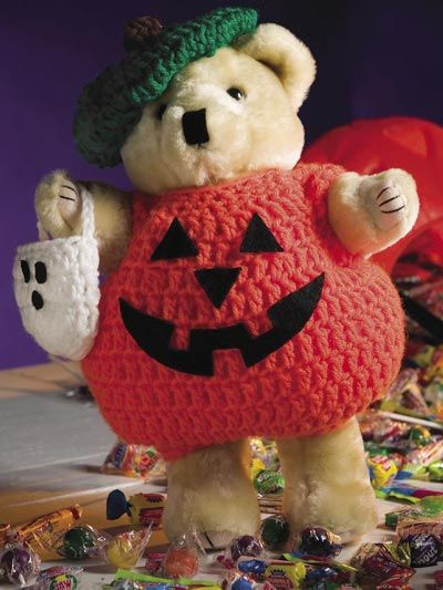 Free Pattern. Dress a bear or doll for a holiday display.
