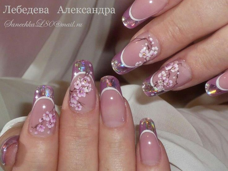 Violet nails with flowers