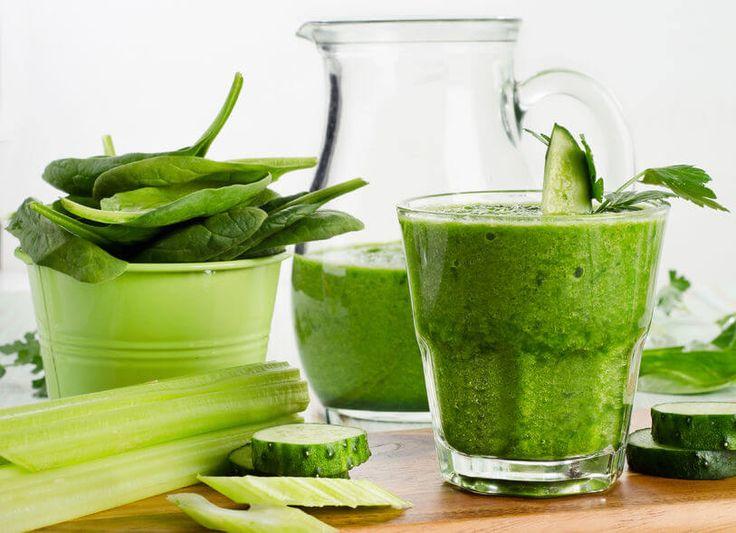 Pij ten zielony koktajl codziennie, a szybko pożegnasz się z problemem wzdętego brzucha. Składniki, które w nim są, nie znalazły się przypadkowo.