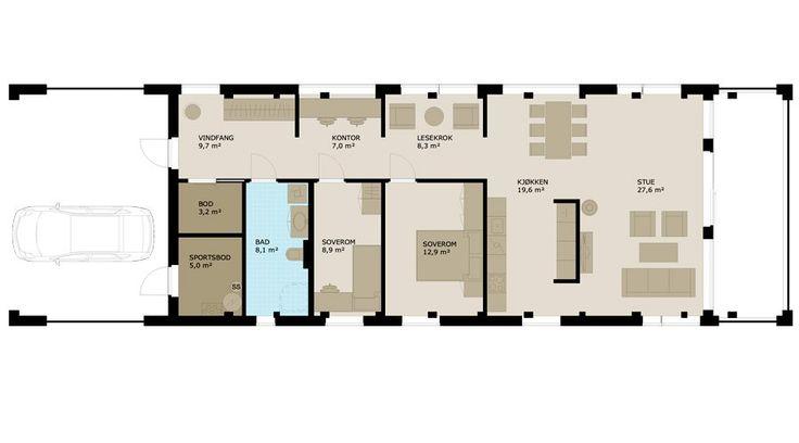 Moment egner seg godt for et par eller en liten familie. Vindfanget leder til en korridor med bad/wc og 2 soverom på den ene siden, og på motsatt side er gangen inndelt i nisjer som kan innredes til f.eks. kontor, lesekrok eller du kan bare sitte og slappe av og nyte utsikten. Stua og kjøkkenet er plassert i front mot utsikten og det er utgang til en overbygd terrasse, et spektakulært uterom litt utenom det vanlige. Den delvis åpne løsningen og nisjene gjør dette til et allsidig og praktisk…