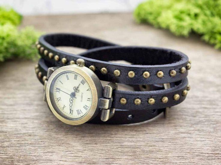 Fekete bőrszíjas díszített vintage óra