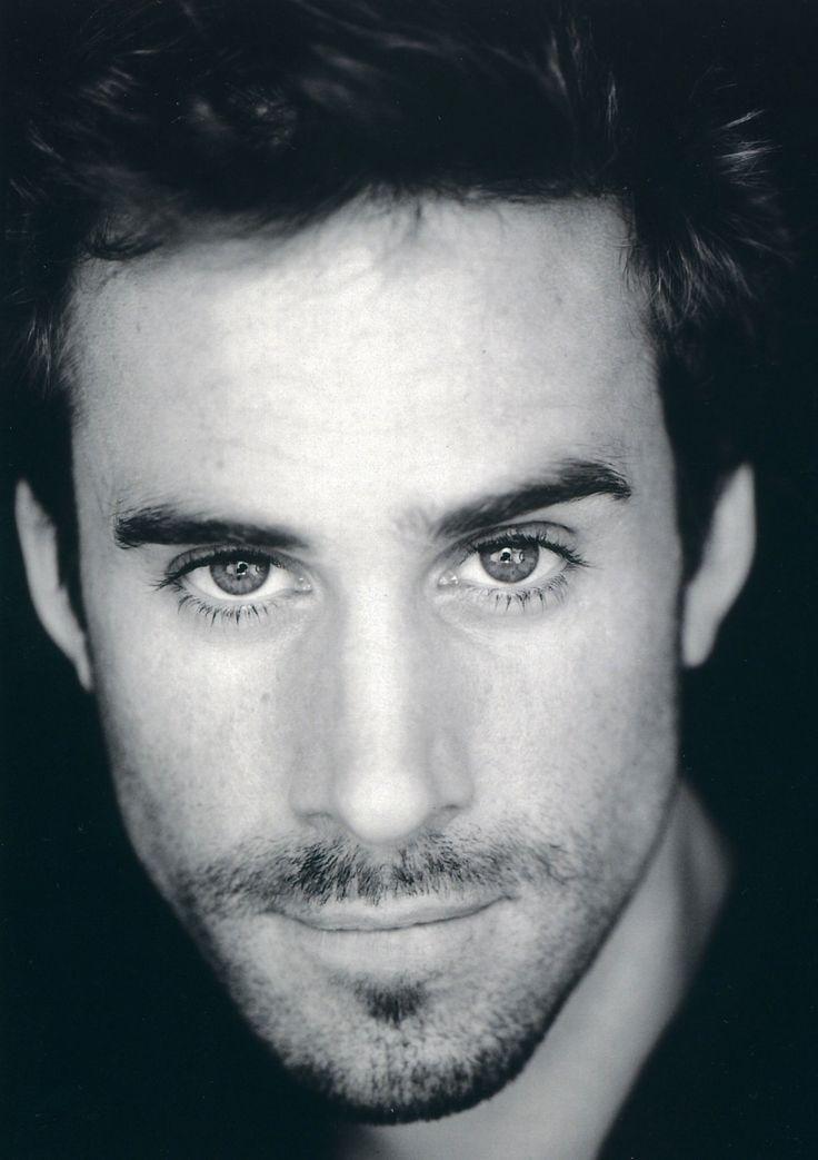 Le portrait en noir & blanc de Joseph Fiennes