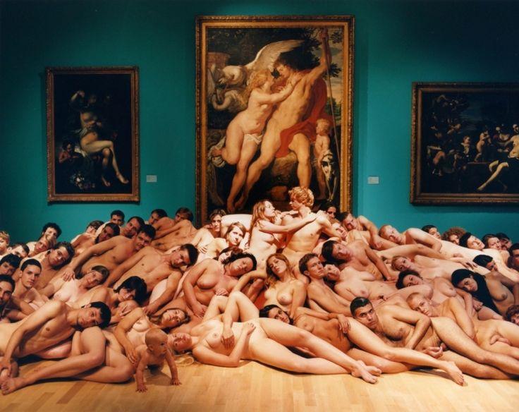 fotografía de Spencer Tunick. Museum Kunst Palast (Düsseldorf, 2006 )