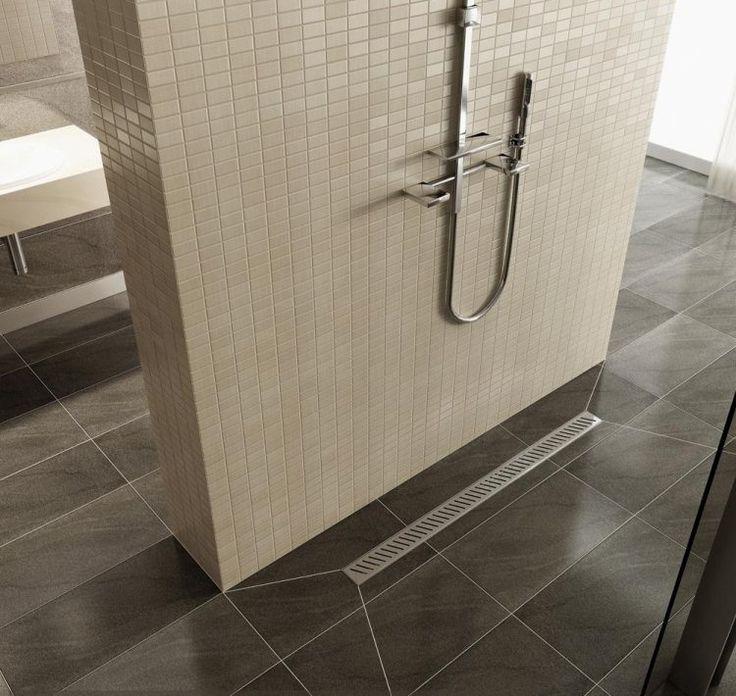 douche italienne à receveur moderne et carrelage mosaïque