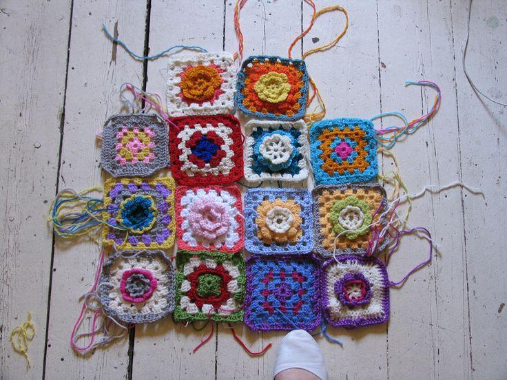 Granny square crochet intro tuteCrochet Schools, Handmade Christmas Gift, Crochet Granny Squares, Crochet Tutorials, Granny Square Tutorial, Crochet Squares, Schools Lessons, Blankets, Crafts
