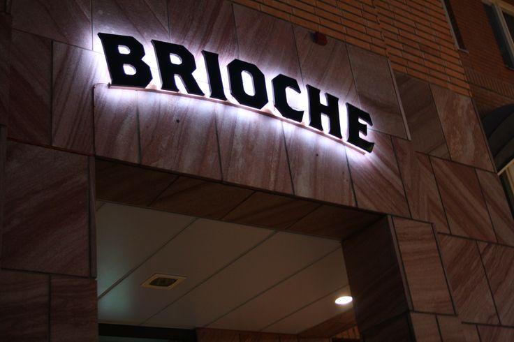 Brioche Alviks torg Stockholm Restaurant Signage Corona Halo Effect
