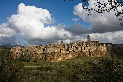 Pitigliano Virtual Tour - Pictures of Attractions in Little Jerusalem: Pitigliano Guide: Virtual Tour of Italy's Little Jerusalem