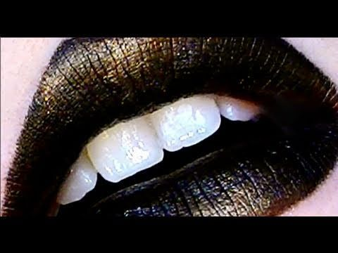 Klaire De Lys' Black Gold Lips